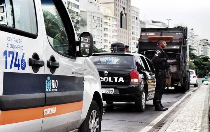 Grupos privados de vigilância e segurança começam a acompanhar a coleta de lixo no Rio de Janeiro. A medida foi criada para intimidar e impedir que os trabalhadores deixem seus postos de trabalho e se juntem a greve. Na foto, um carro da empresa paulista CTS foi fotografado em serviço no bairro de Copacabana, junto com uma van da COMLURB que levava uma equipe de reportagem da Prefeitura Municipal. Foto de Mídia Ninja, uso livre.
