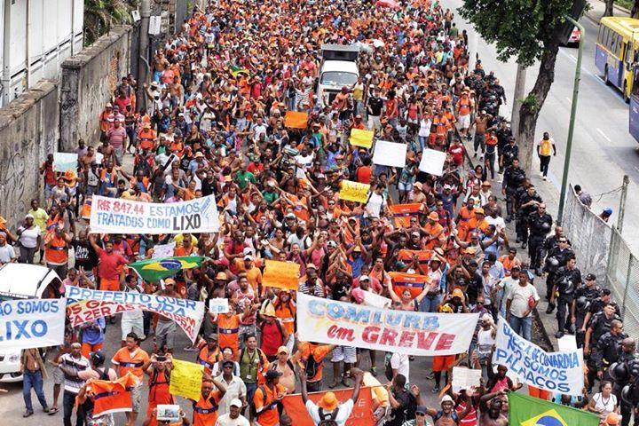 Protesto dos garis no centro do Rio de Janeiro em 7 de março. Foto de Mídia Ninja, uso livre.