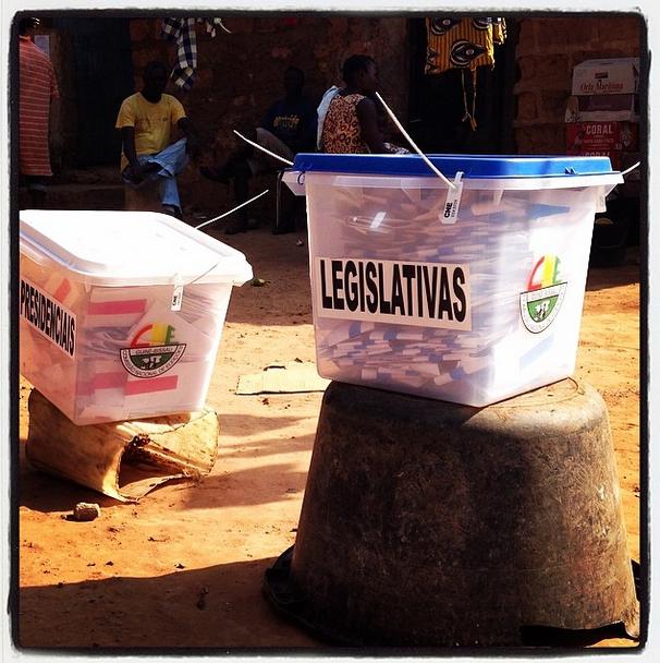 Urnas de voto para as eleições presidenciais e legislativas de 2014 na Guiné Bissau. Foto de anafilipa2011 no Instagram