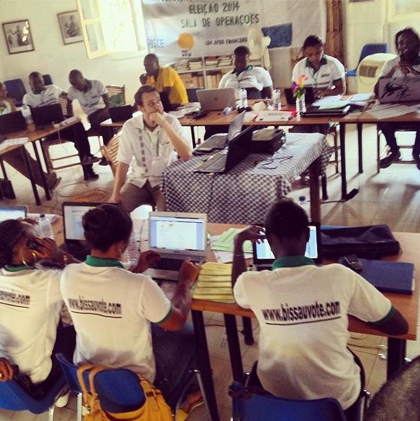 """""""#africa #guine #bissau #democracia #eleicoes #participacao #voto #sala de operacoes do grupo da sociedade civil responsavel pela monitorizacao do processo eleitoral (www.bissauvote.com)."""" Foto de debarros2013 no Instagram"""
