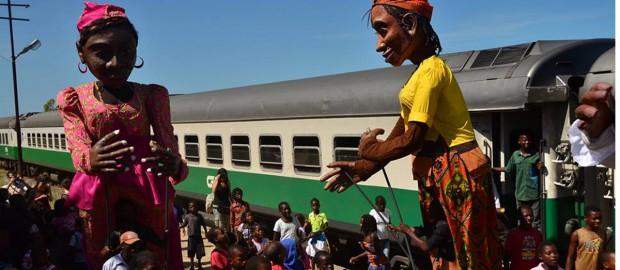 Marionetas gigantes escalaram a Cidade de Maputo [retirada do blog Afribuku]