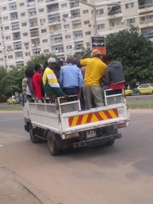 """""""My love"""" em circulação em Maputo."""