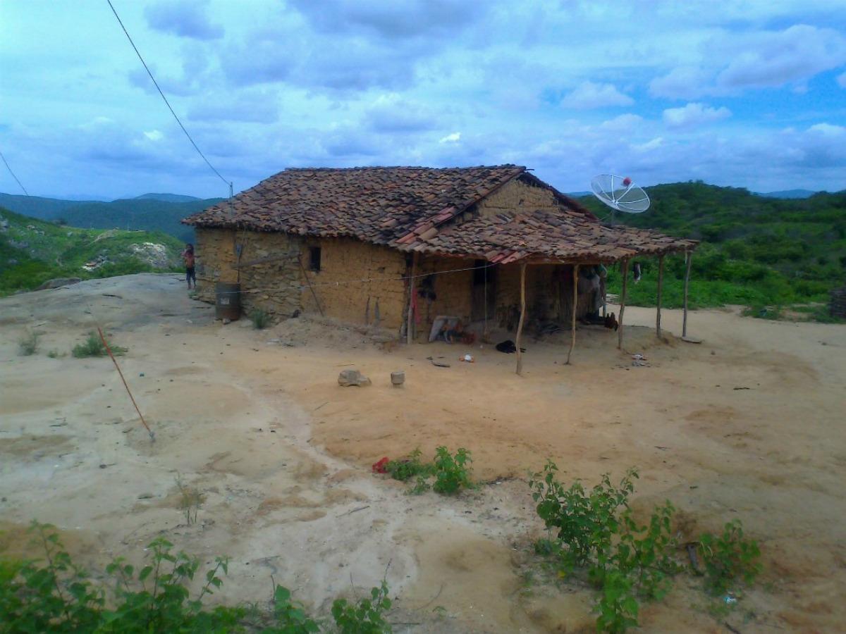 As antenas parabólicas destoam das casas simples em Cafundó. Foto: Agência Pública