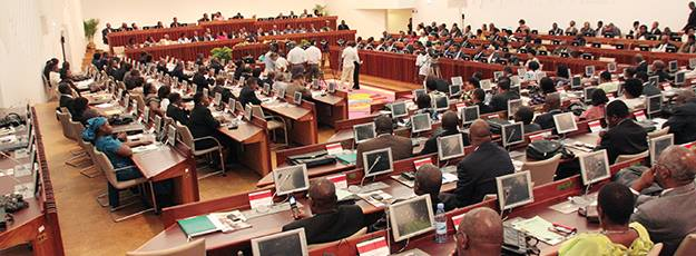 Parlamento moçambicano. Foto de Deputados de Luxo no Facebook