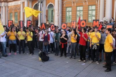 Manifestantes contra a Copa no centro de Porto Alegre, Rio Grande do Sul