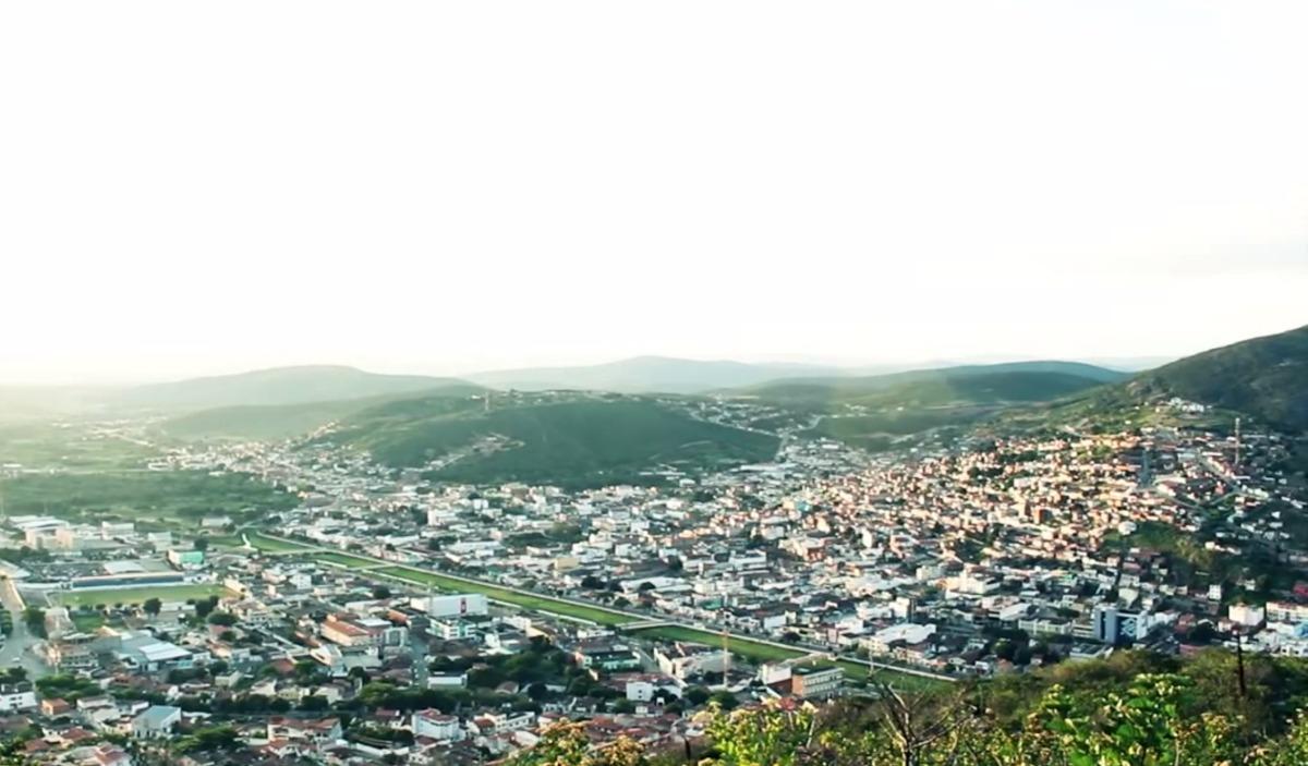 Cidades como Jacobina, a 80km de Juazeiro, podem receber tratamento voltado a suas populações. Foto: Reprodução/Coletivo Nigéria