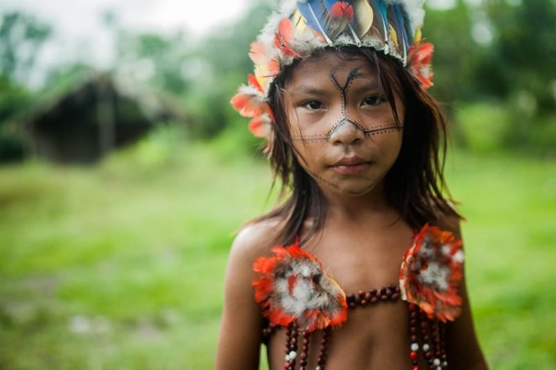 Jovens e crianças ficam ansiosos para participar dos rituais de canto e dança. Eles só falam em Munduruku entre si. Foto: Marcio Isensee e Sá, Agência Pública. CC BY-ND.
