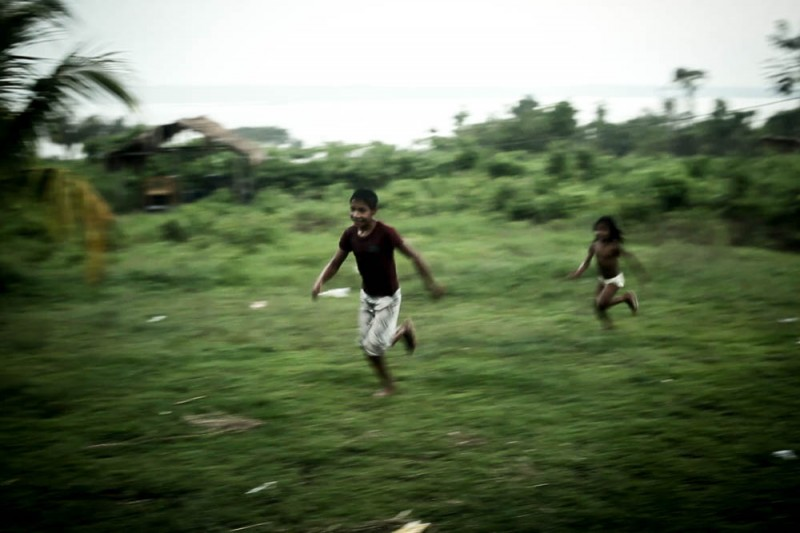 No fim da aula, crianças da aldeia brincam até anoitecer. Foto: Marcio Issensee e Sá, Agência Pública. CC BY-ND