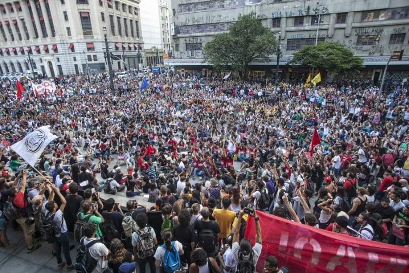 Concentração da manifestação no centro de são Paulo. Imagem: Mídia Ninja, CC BY-2.0
