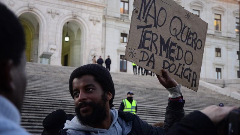Protesto contra a violência policial em Lisboa. Foto: Fernanda Canofre/GlobalVoices