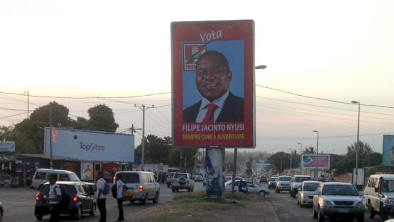 Cartaz com Filipe Nyusi vencedor das últimas eleições em Moçambique. Foto: Dércio Tsandzana