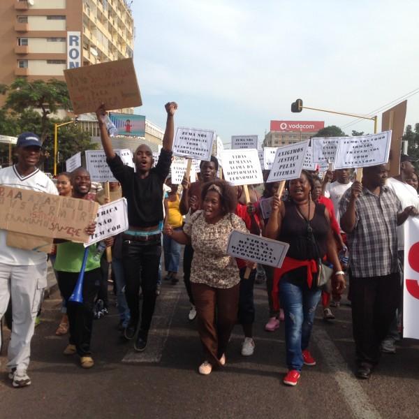 Cidadãos de Maputo manifestam-se contra a Xenofobia na África do Sul. Foto: Dércio Tsandzana