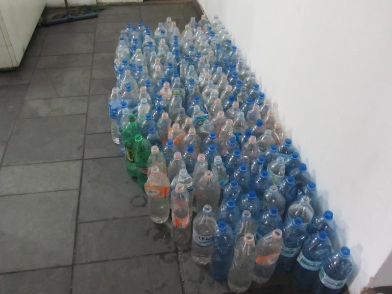 Na mesquita, água vem somente por meio de doações. Crédito: Rodrigo Borges Delfim