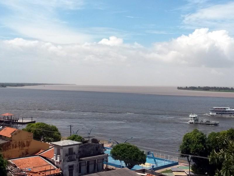 O encontro das águas dos rios Tapajós e Amazonas, em Santarém. Foto: Giovanny Vera/InfoAmazônia
