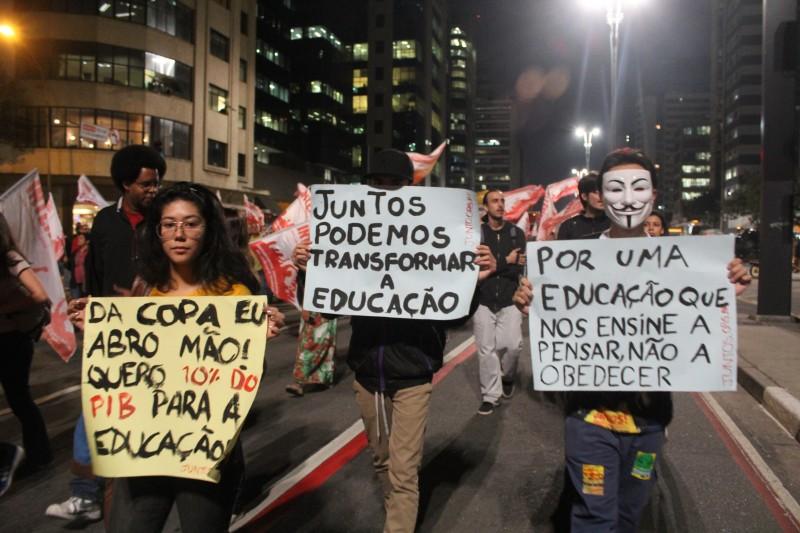 PRotsto contra a COpa em São Paulo. Foto de Raphael Tsavkko Garcia, uso livre.