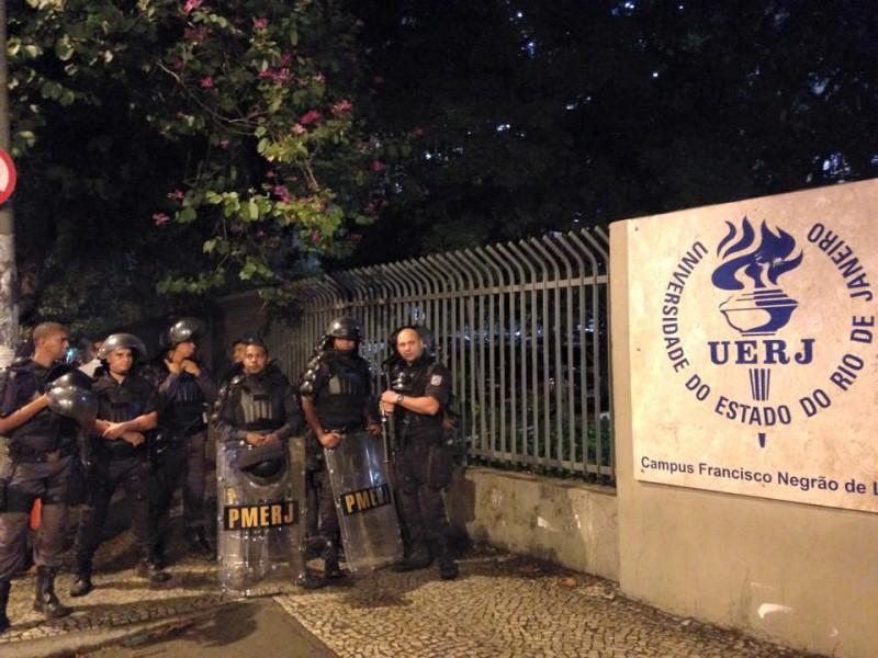 Tropa de Choque da PM, em frente ao campus da UERJ. Foto:Rodrigo Modenesi.