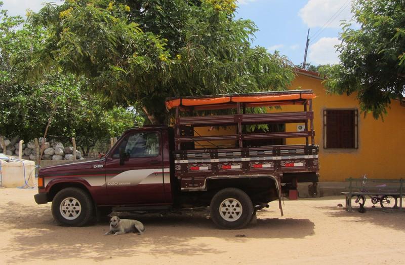 """Único transporte 'público' para levar os moradores da agrovila para a área urbana das cidades próximas são os paus-de-arara (ou """"carros de feira"""") Foto: Ciro Barros/Agência Pública CC-BY-ND"""