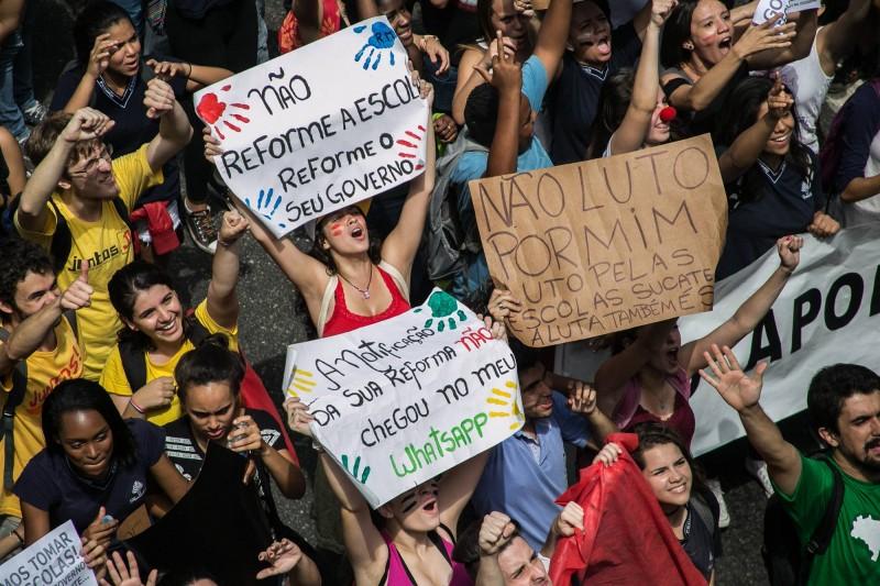 Estudantes protestam em São Paulo. Foto da Mídia Ninja.