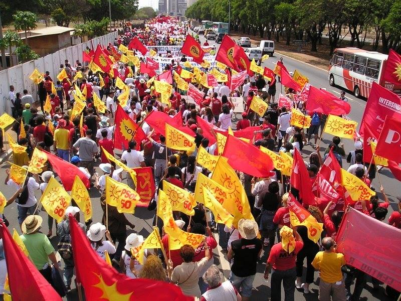 Manifestação de ativistas do PSOL e do PSTU. Foto: PSOL/Facebook