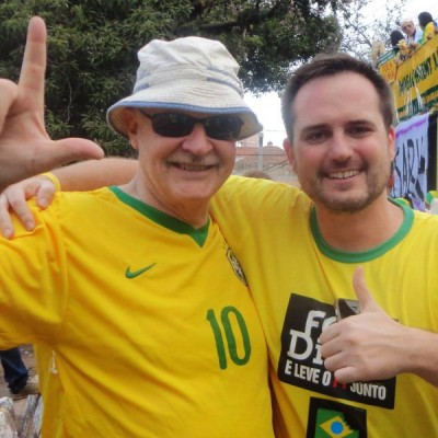 Alejandro Chafuen, da Atlas, com Fábio Ostermann do MBL na manifestação em Porto Alegre. Foto: Reprodução/Facebook