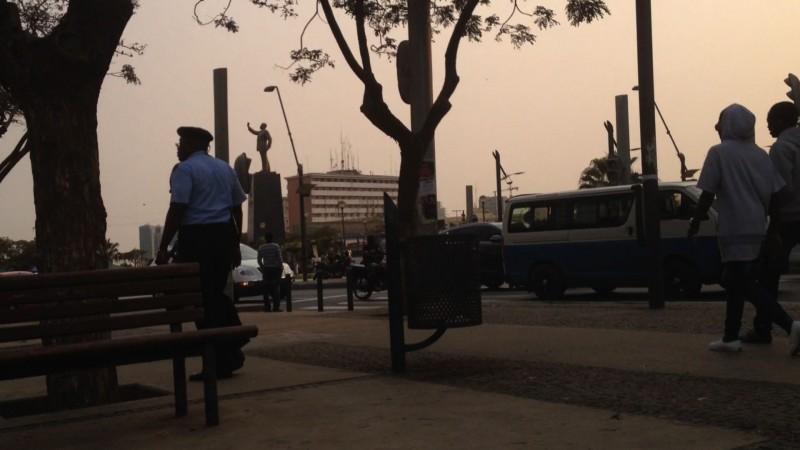 Praça 1º de Maio, Luanda. Foto: Eliza Capai / Publica