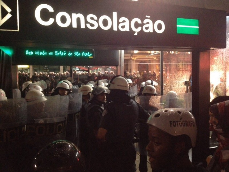 Represión en el metro Consolación. Foto do Movimento Passe Livre.