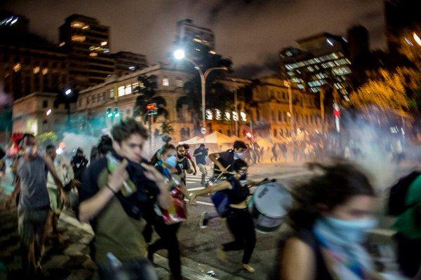 Repressão na Praça da República. Foto via Jornalistas Livres. Uso livre.