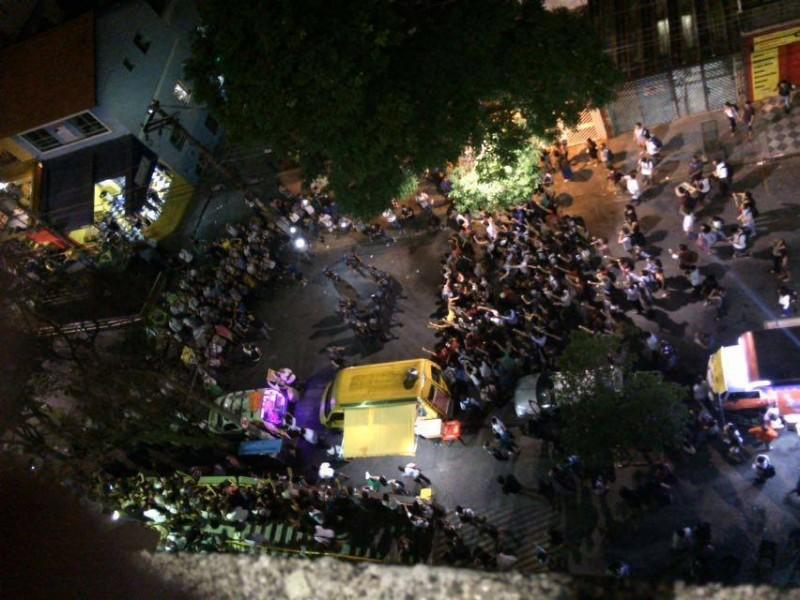 Momentos que precederam a agressão da Polícia Militar contra estudantes da PUC-SP. Foto via Democratize.
