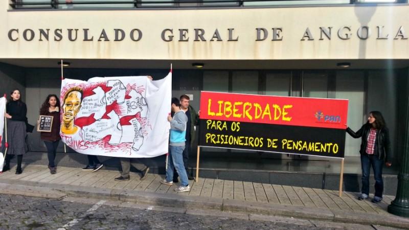 Protesto em frente ao Consulado Geral de Angola, na cidade do Porto, Portugal. Foto: Manuel Ribeiro / GlobalVoices