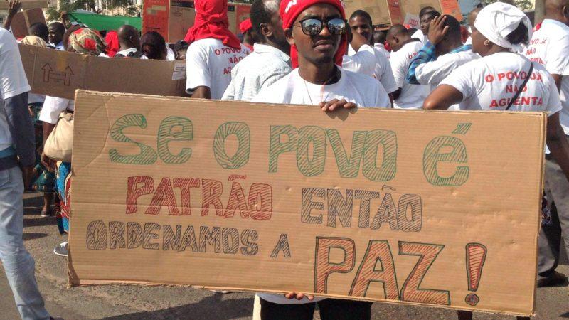 Manifestação pela paz e fim de crise económica em Maputo. Foto: Dércio Tsandzana/Global Voices