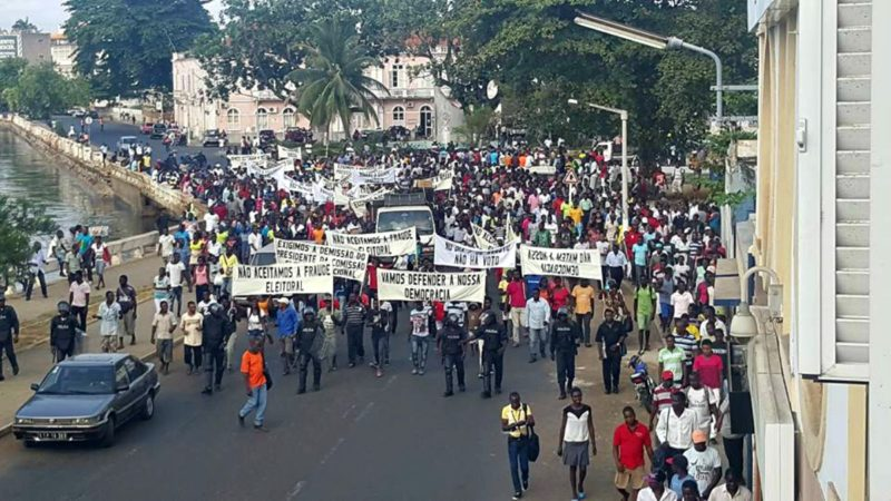Manifestação a pedir o cancelamento das eleições de 17 de Julho de 2016.