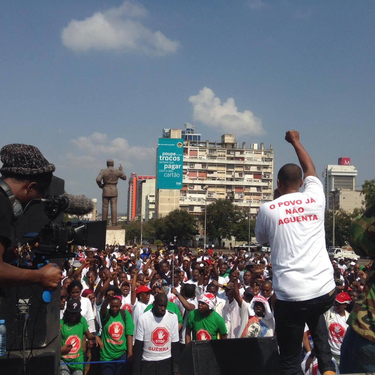 Manifestação pela paz e fim da crise económica em Maputo. Foto: Dércio Tsandzana/Global Voices