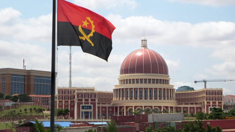 Assembleia Nacional em Luanda, capital de Angola. Foto: By David Stanley from Nanaimo, Canada - National Assembly Building, CC BY 2.0, https://commons.wikimedia.org/w/index.php?curid=42610320