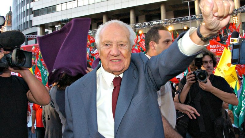 Mário Soares, ex-Presidente da República num comício de apoio ao socialista José Sócrates em 2009. Foto: Manuel Ribeiro/Arquivo