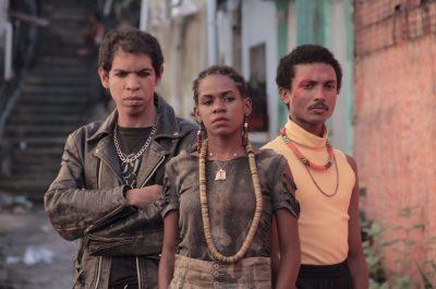 Boyzinha, personagem de Negrita MC (centro). Foto: Canal Brasil | Divulgação.