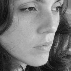 Um retrato de Mariana Chevrand